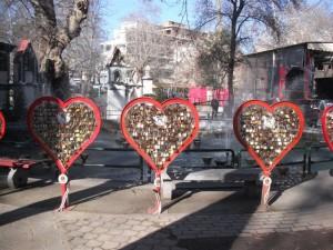 Οι κιτς μεταλλικές καρδιές με τις κλειδαριές